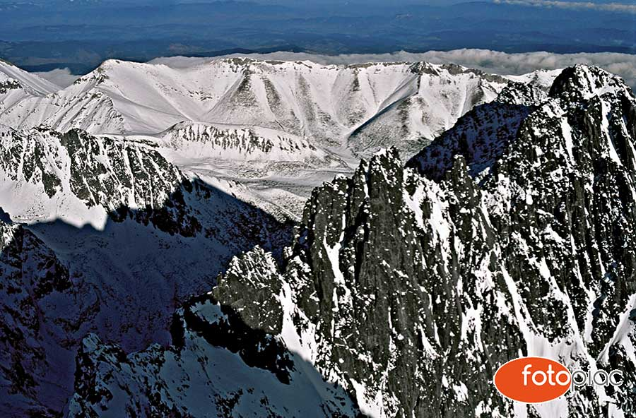 Téli havas csúcsok a Magas-Tátrában – illusztráció