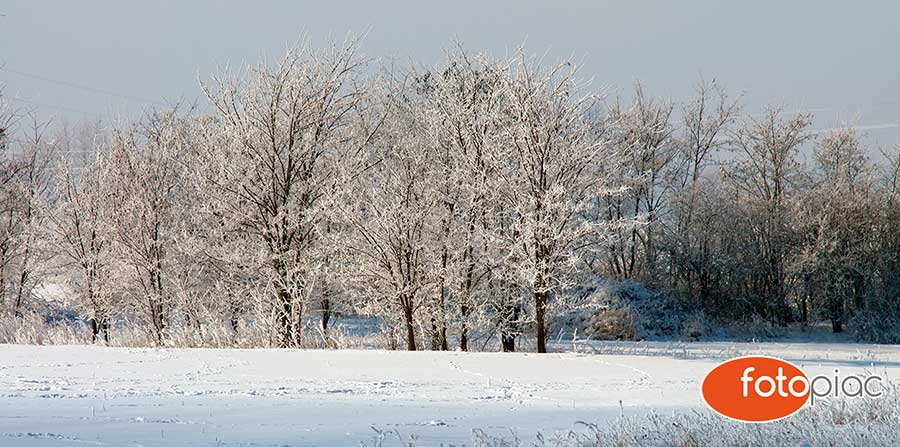 Fotózás télen, téli havas táj illusztráció