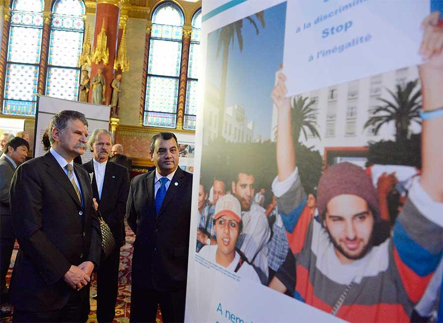 Az Interparlamentáris Unió történetéről rendezett fotókiállítás megnyitóján