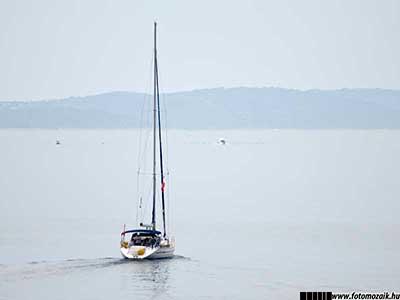 Fotográfiai expozíció: Világos tónusú fénykép hajóról